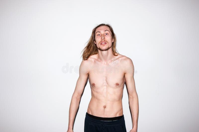 Schulterfreies Mannporträt Nacktes photoshoot stockbilder