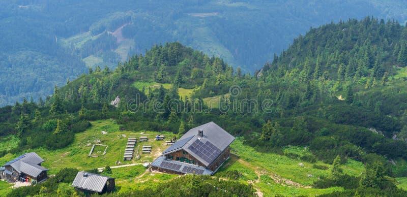 Schutz auf dem Berg in den österreichischen Alpen stockfoto