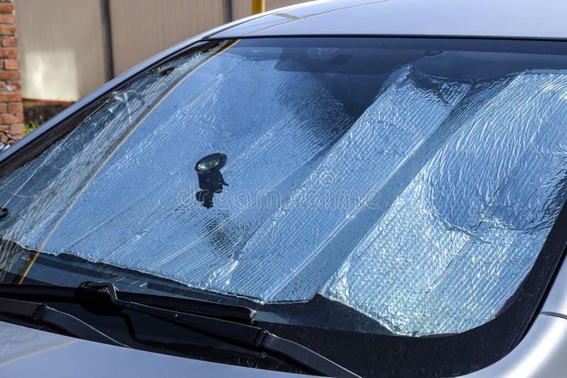 Schutz der Autoplatte vor direktem Sonnenlicht Sun-Reflektorwindfang stockfotos