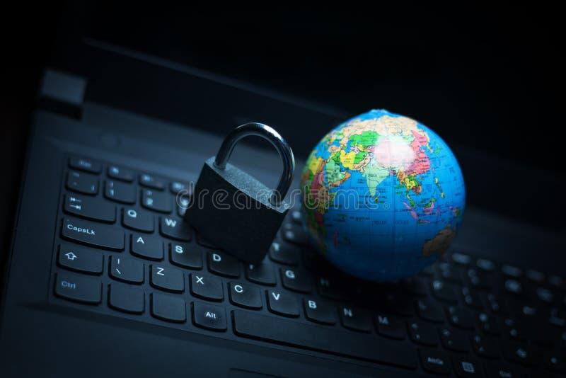 Schutzcomputer und -globales Netzwerk stockfoto