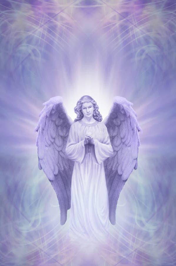 Schutzengel auf ätherischem lila blauem Hintergrund lizenzfreie abbildung