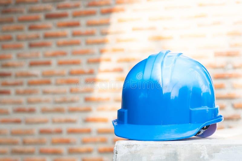 Schutzhelm für Gebrauch im Bau sich zu schützen lizenzfreie stockbilder