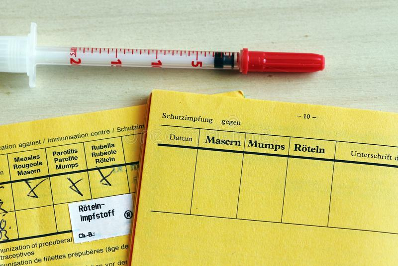 Schutzimpfung gegen Masern ist wichtig lizenzfreies stockfoto