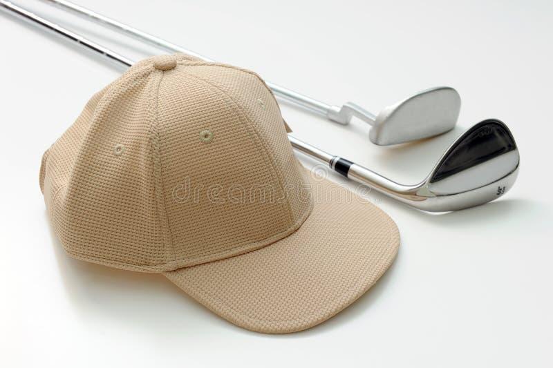 Schutzkappe und Golfclub lizenzfreies stockfoto