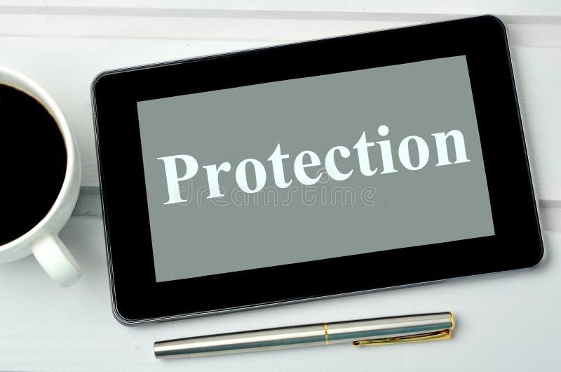 Schutzwort auf Tablette lizenzfreies stockfoto