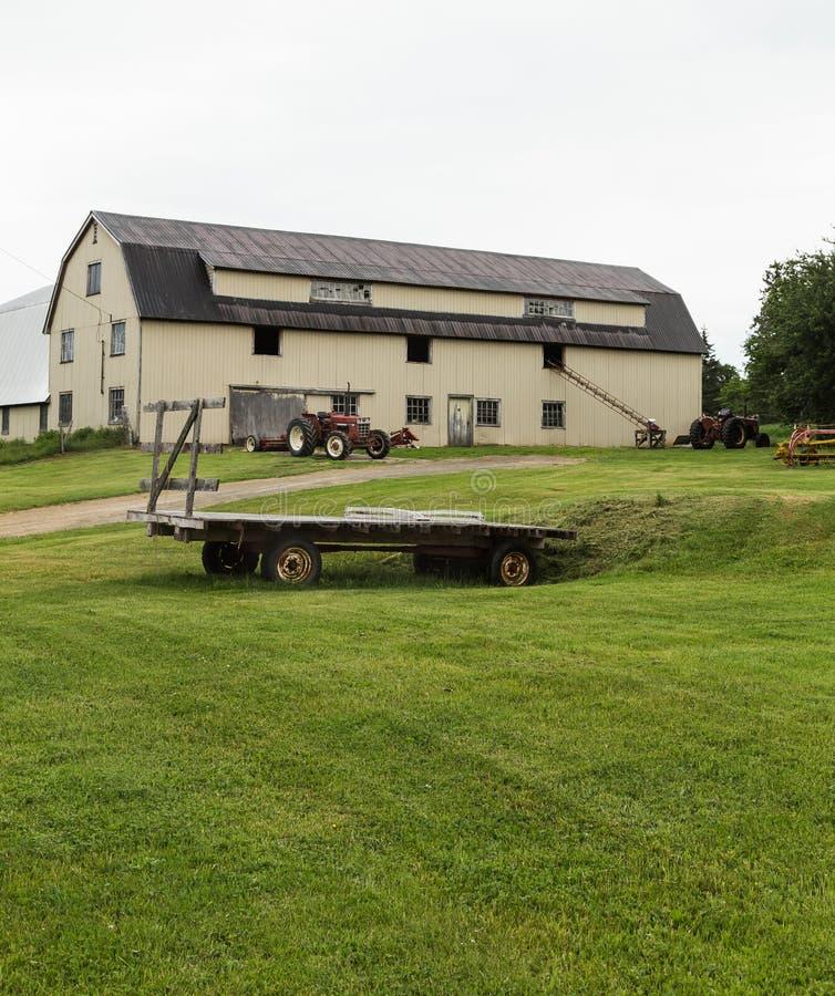 Schuur en Landbouwbedrijfmateriaal in Kaap Breton royalty-vrije stock afbeelding