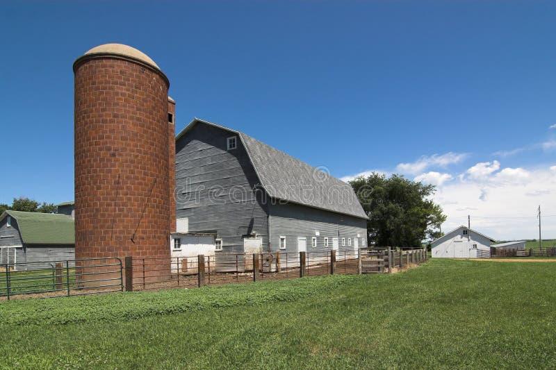 Schuur en silo stock afbeelding