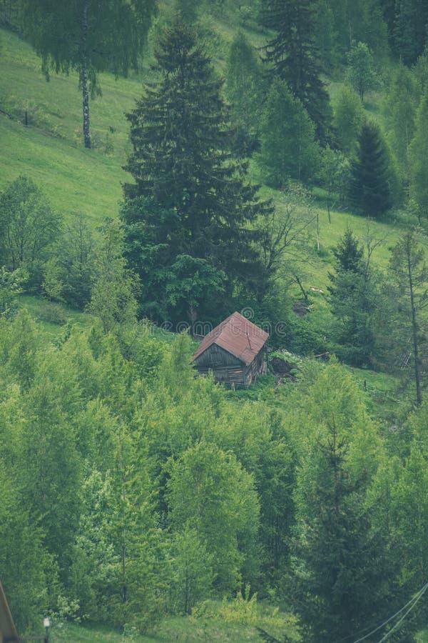 Schuur in hout van de Karpaten royalty-vrije stock foto's