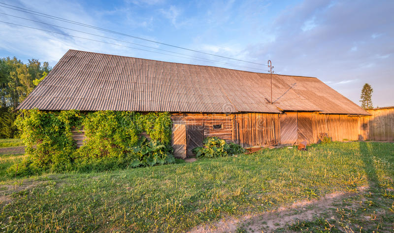 Schuur in Lets platteland royalty-vrije stock foto's