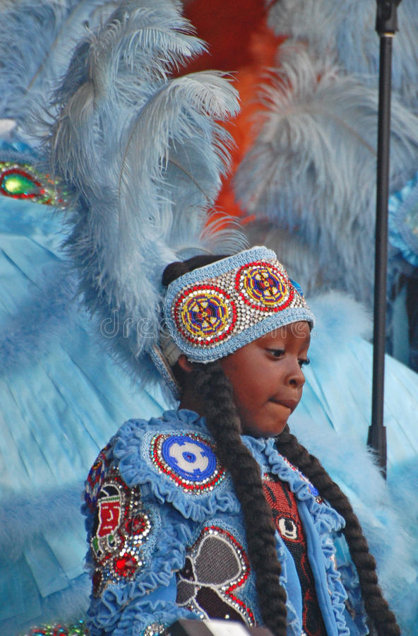 Schuw Meisje Mardi Gras Indian stock foto's