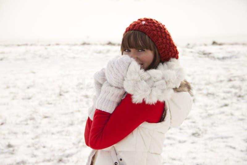 Schuw meisje op de winterachtergrond royalty-vrije stock foto's