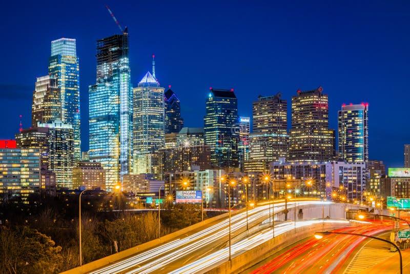 Schuylkill linia horyzontu przy noc? w Filadelfia i autostrada, Pennsylwania fotografia royalty free