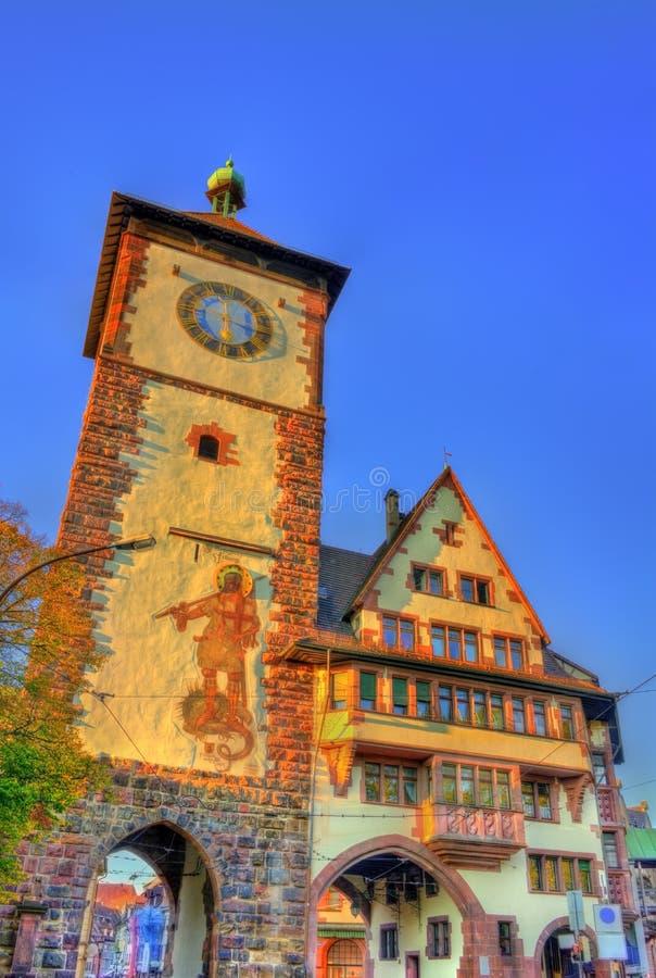 Schwabentor en historisk stadsport i Freiburg im Breisgau - Baden-Wurttemberg, Tyskland arkivbilder