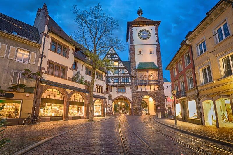 Schwabentor - historisches Stadttor in Freiburg, Deutschland stockbild