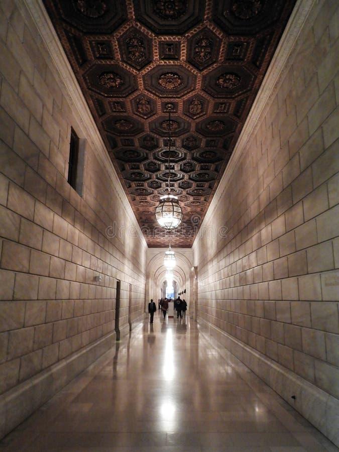Schwach Lit-Halle in New- York Cityöffentlicher bibliothek lizenzfreie stockbilder