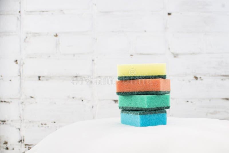 Schwamm für waschende Teller stockfoto