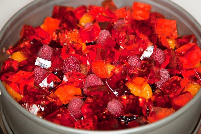Download Schwammkuchen mit Früchten stockfoto. Bild von süß, köstlich - 12201078