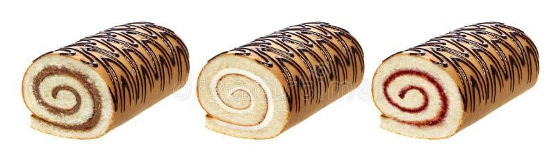 Schwammkuchenrolle lokalisiert auf weißem Hintergrund, mit Schokoladen-, Vanille- und Beerencreme, unterschiedliche Schweizer Rol lizenzfreie stockfotografie