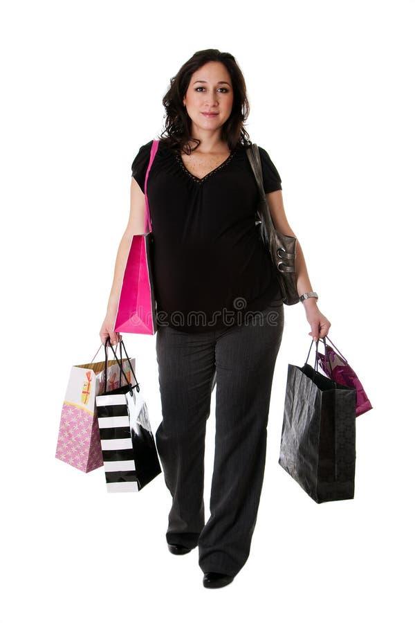 Schwangere Frau mit Einkaufenbeuteln stockbild