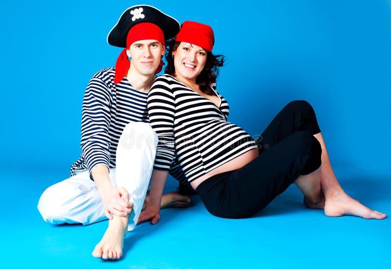 Schwangere Frau und ihr Ehemann stockfotografie