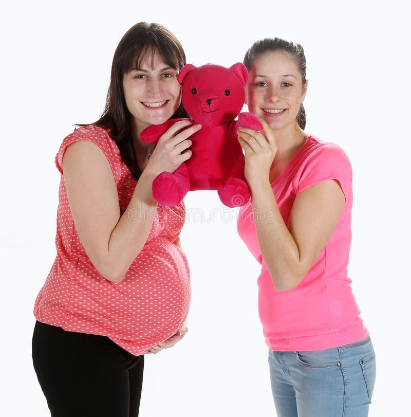 Schwangere Frauen und Teddybär lizenzfreie stockfotos