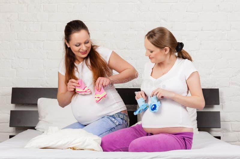 Schwangere Freundin zwei lizenzfreies stockbild