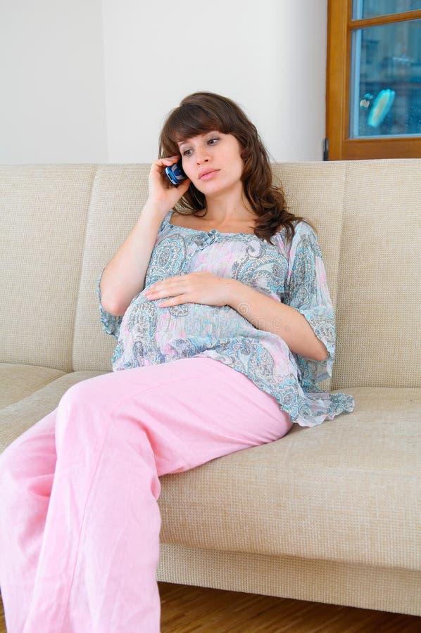 Schwangerschaft und Aufruf stockbild