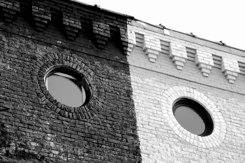 Schwarz- und whirerundschreiben windo stockfotografie