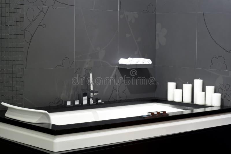 schwarze badewanne stockfoto bild von schwarzes wohn. Black Bedroom Furniture Sets. Home Design Ideas