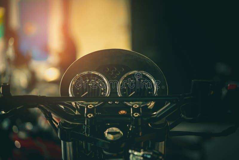 Schwarze Bildschirmanzeige von Motorradmeilen Weinleseartmotorrad Tachometer- und Geschwindigkeitsmessgeräte des Motorrades gesch stockfotografie