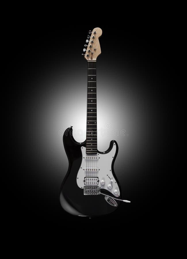 Schwarze E-Gitarre auf schwarzem Hintergrund lizenzfreies stockfoto