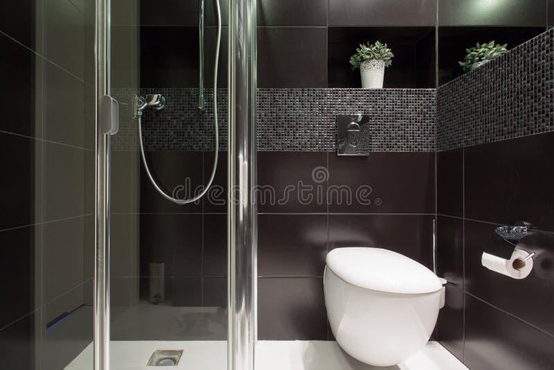 schwarze fliesen download am badezimmer stockfoto bild von innen wandschrank 54691464 im