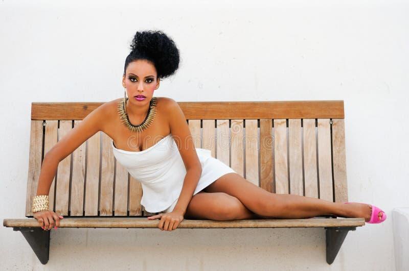 Schwarze Frau mit Fantasie bilden lizenzfreie stockfotografie