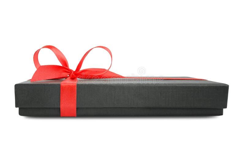 Schwarze Geschenkbox (Geschenk) mit rotem Satinbandbogen stockbilder