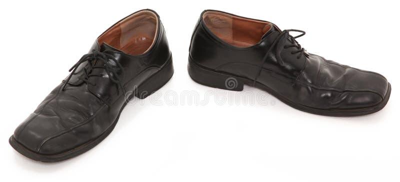 Schwarze getragene Schuhe stockfotos