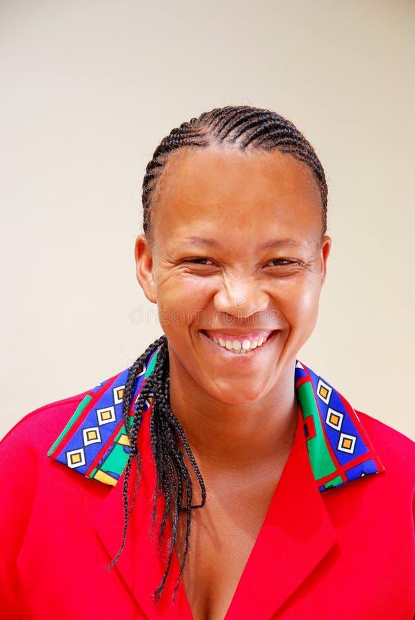 Schwarze glückliche Frau lizenzfreie stockbilder