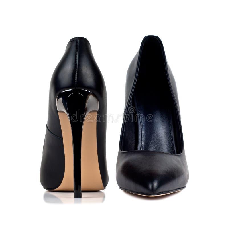 Schwarze hochhackige Frauen ` s Schuhe lokalisiert auf weißem Hintergrund lizenzfreies stockbild