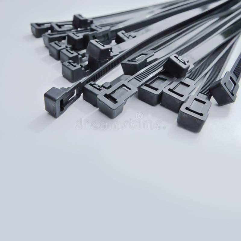 Schwarze Kabelbinder lizenzfreie stockbilder