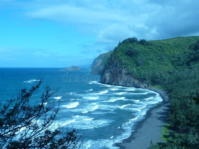 Schwarze Sand-Strand-Küste Hawaii lizenzfreies stockbild