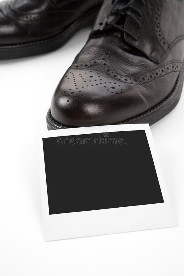 Schwarze Schuhe und Foto lizenzfreie stockfotografie