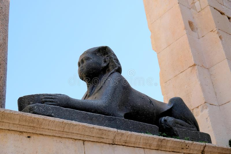 Schwarze Steinsphinx, Diocletian-Palast, Spalte, Kroatien stockfoto