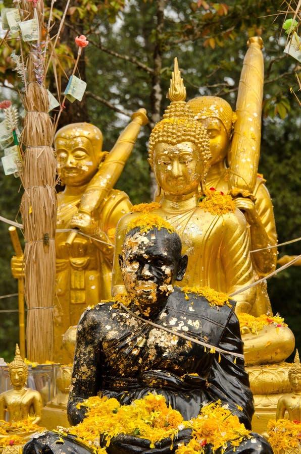 Schwarze und goldene Statuen lizenzfreie stockfotos
