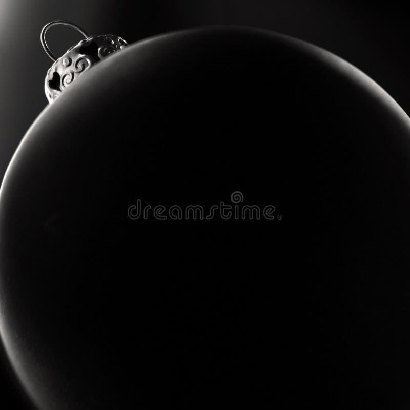 Schwarze Weihnachtskugel stockfotografie