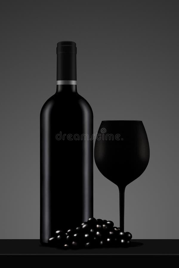 Schwarze Weinflasche mit Glas und Traube stock abbildung