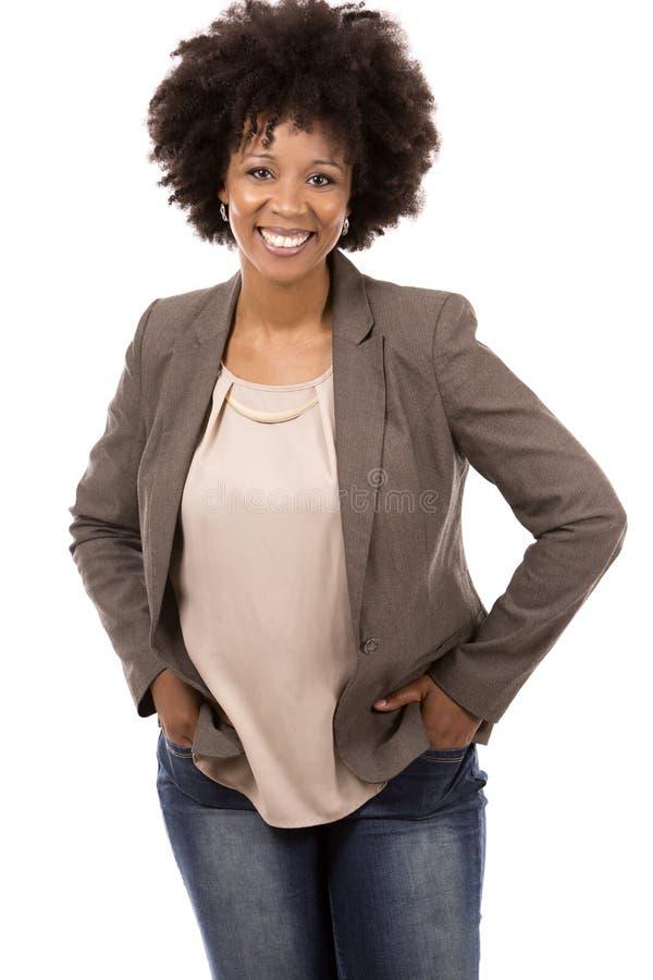 Schwarze zufällige Frau auf weißem Hintergrund lizenzfreie stockfotos