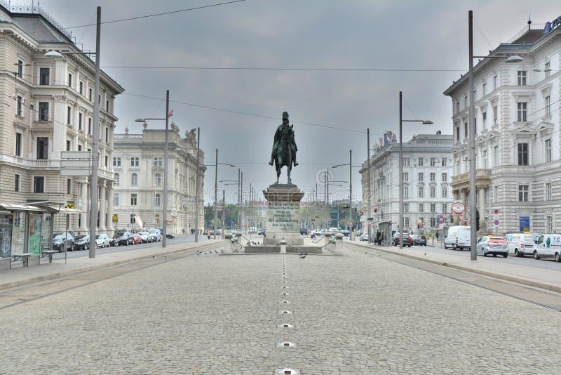 Schwarzenbergplatz em Viena imagens de stock