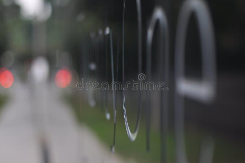 Schwarzer abstrakter Stahlsignage stockfotografie