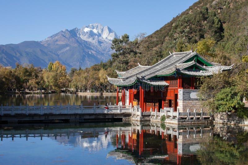 Schwarzer Dragon Pool Jade Dragon Snow-Berg in Lijiang, Yunnan, lizenzfreies stockfoto