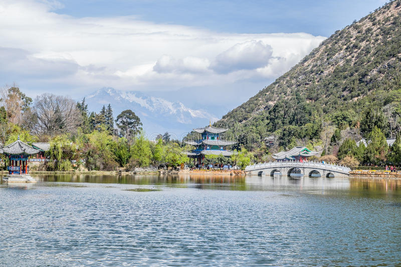 Schwarzer Dragon Pool Jade Dragon Snow-Berg in Lijiang, Yunnan, China lizenzfreies stockbild