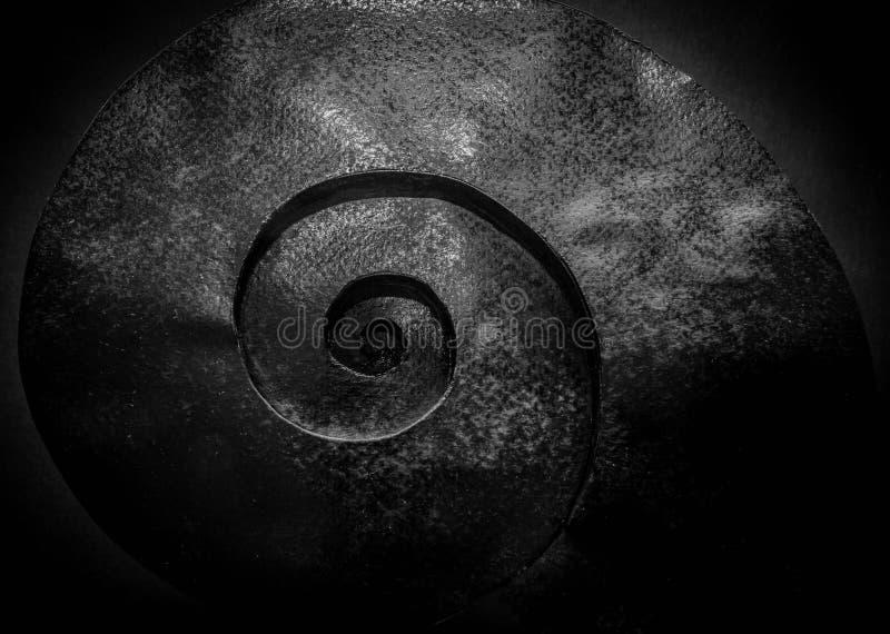 Schwarzer grauer Hintergrund mit verdrehter Spirale lizenzfreies stockfoto